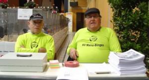 Rudi Busch und Felix Pieroth verwalteten die Kasse