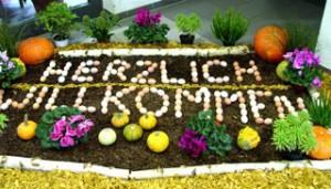 mit einem herzlichen Willkommen, von Rainer Müller aus 180 Eiern kreiert, wurden die Besucher empfangen